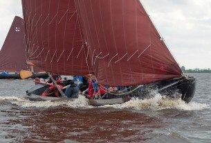 Actief zeilen met een zeilpraam op de Friese meren