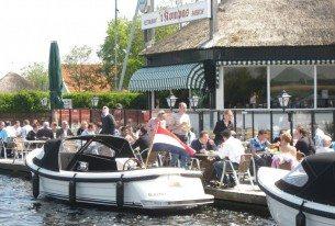 Restaurant 't Kompas met terras aan de Kagerplassen