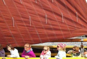 Actief zeilen met het team met een zeilpraam op de Friese meren