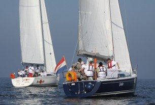 Bedrijfsweekend zeilen met jachten op het IJsselmeer