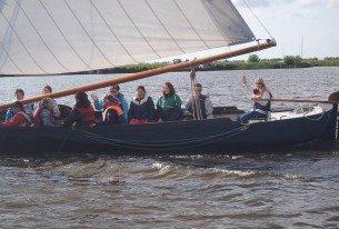 Uitwaaien met collega's op het water in Friesland