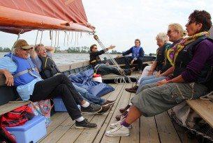 Vanuit Sneek zeilen op de Friese meren met familie