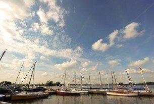 valken in de haven op de Kagerplassen
