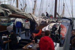 Varen op een grote klipper op het IJsselmeer