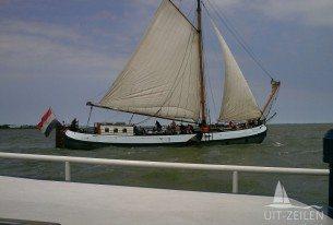 Traditioneel zeilschip op het Markermeer tijdens bedrijfsuitje